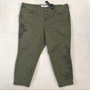 Torrid Plus Embroidered Stretch Skinny Jeans J231